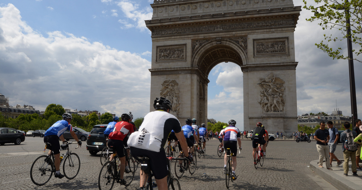 Group on European Cycling Challenge in Paris